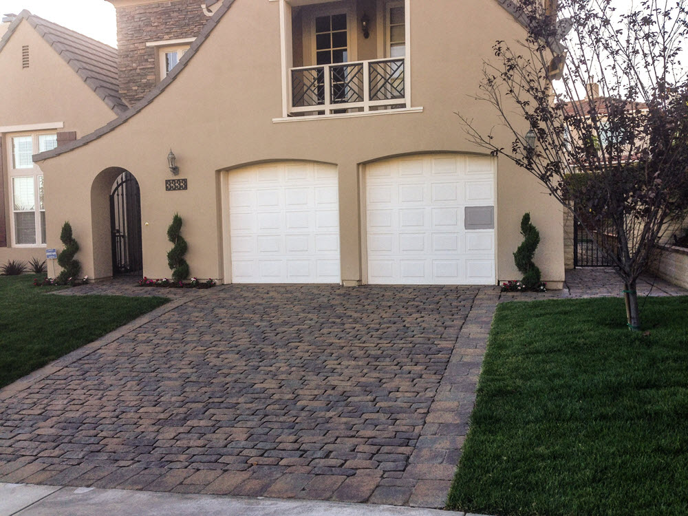 Ed's Landscaping Cobblestone Paver Driveway